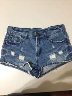 🚚 專櫃Young牛仔短褲