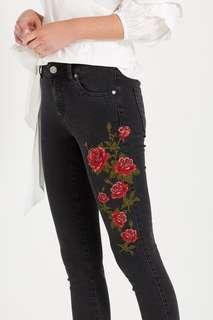 🚚 Cotton On Jeans