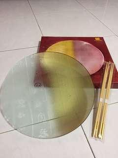 Yusheng Chinese designed wordings gold and clear big serving plate with chopsticks set