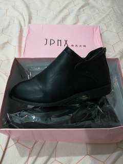 Brand new short boots