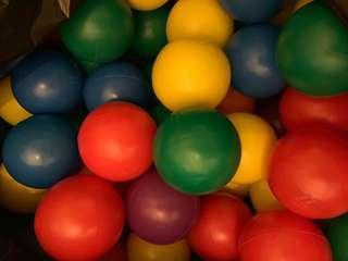 Plastic balls - 100 pcs