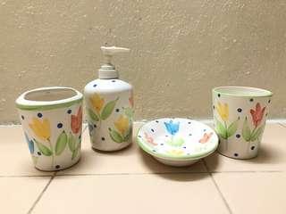 Ceramic 4 pieces Bathroom Set