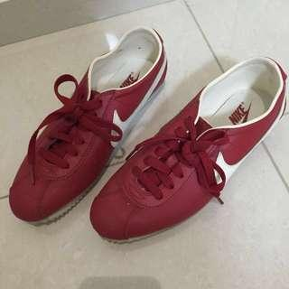 Pre-loved Nike Sneakers - Womens Size US7