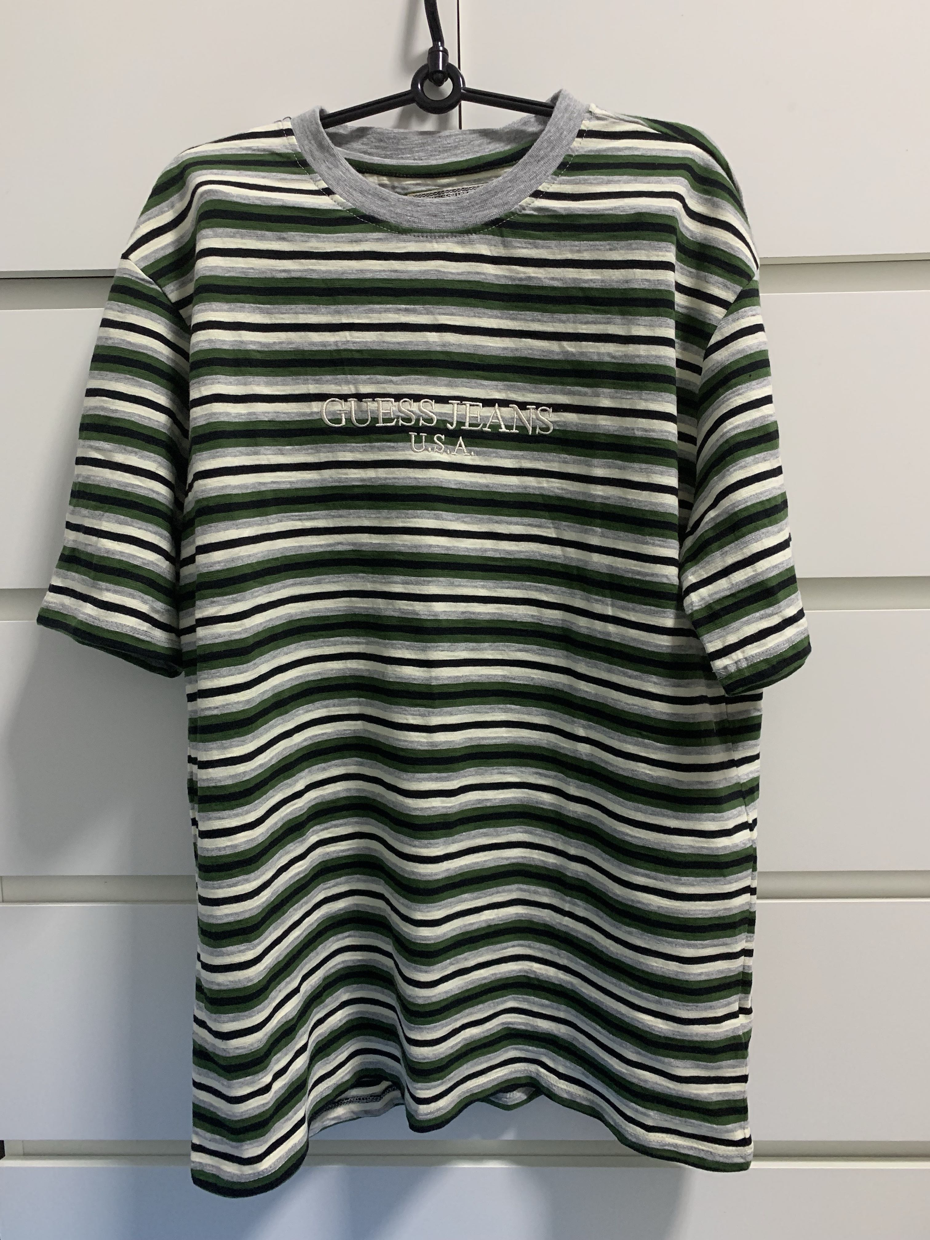 aab0e11051cb Guess Tee, Men's Fashion, Clothes, Tops on Carousell