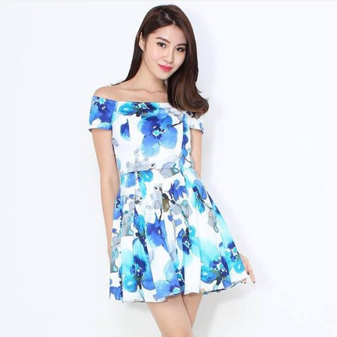7243b3adf3f68 INSTOCK Waterfloral Off Shoulder Dress in Blue, Women's Fashion ...