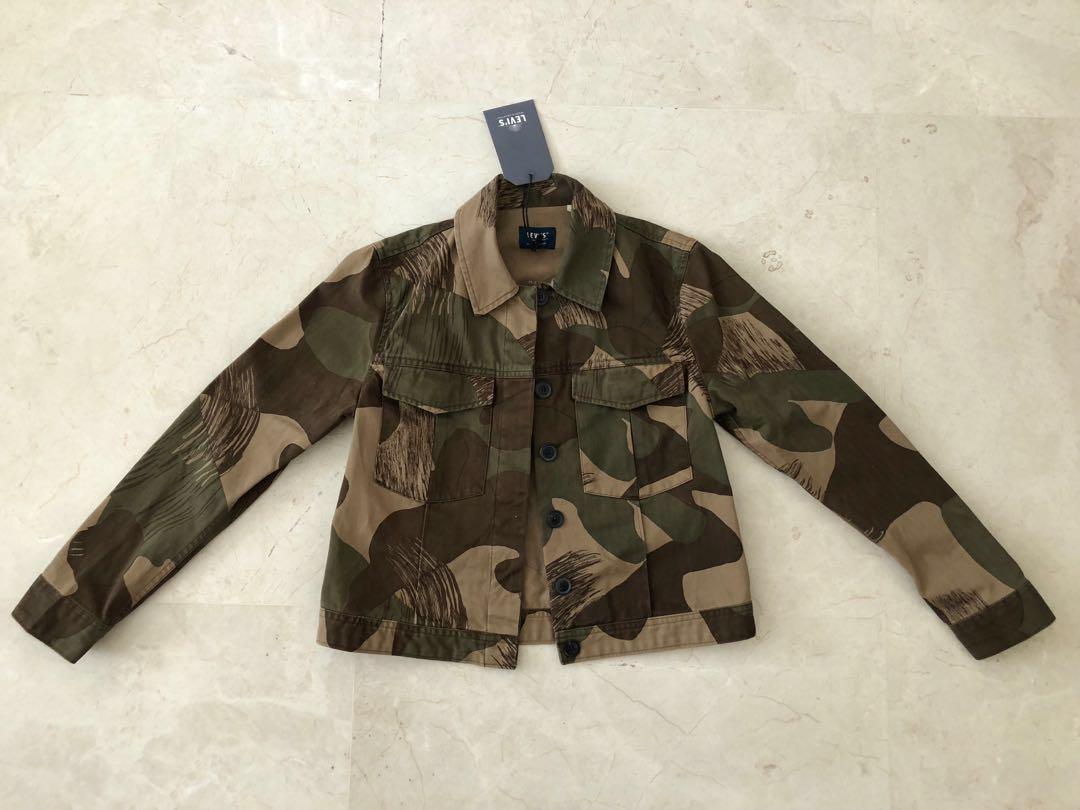 3e3ea5ea7fd Levi s Made   Crafted Cropped Military Jacket