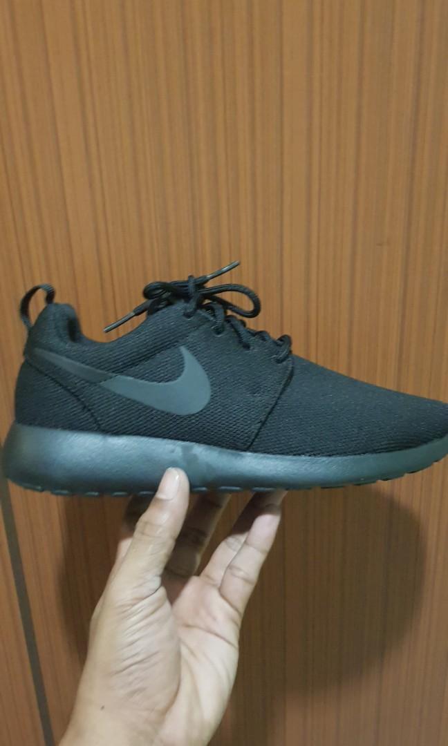 ad6cd4055020 Nike Roshe Run Triple black UK3.5 US6 EU36.5
