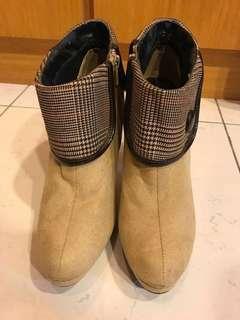 🚚 英倫風短版女靴22.5cm