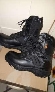高筒硬頭鞋