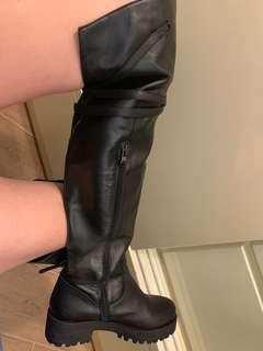 黑色型格皮knee boots