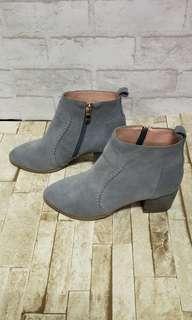 🚚 全新。質感麂皮短靴