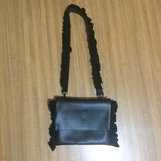 Black Slingbag with Ruffle Strap