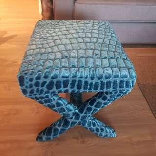Decor stool with velvet chair