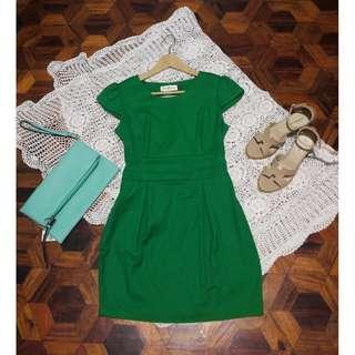 B7s-D78: Green Dress
