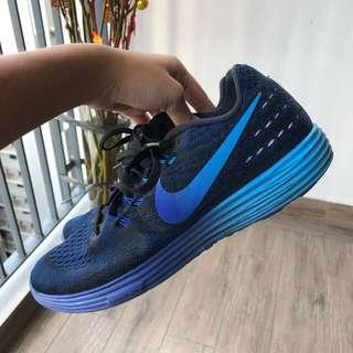 authentic nike sports shoe