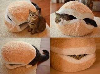 Burger/ macaron cat bed