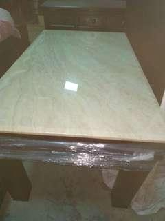 超值大理石餐桌