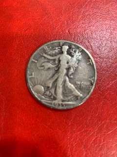 1935年美國伍毫銀幣,售100元。