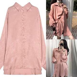 🚚 全新韓版oversize粉紅色緞面長版襯衫超長版襯衫洋裝罩衫開襟上衣