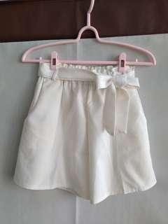🚚 白色 短褲