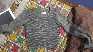 Hollister cropped sweater zebra print gray