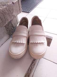 Zalora white very comfortable slip on shoes