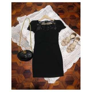 B7s-D20: Black Dress