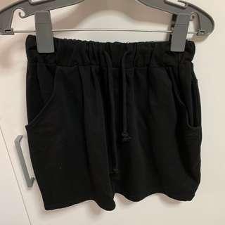 Black back stripe triangle skirt