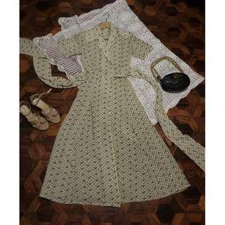 B8-V162: Cream Floral Vintage Dress
