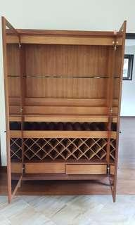 Alcohol storage cabinet