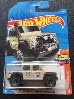 Hot Wheels 15' Land Rover Defender Double Cab