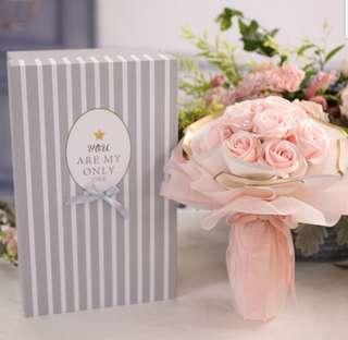 Valentine's Day Gift / Rose Bouquet / Flowers - Valentine Day / Anniversary