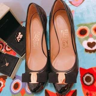 Ferragamo菱格黑高跟鞋
