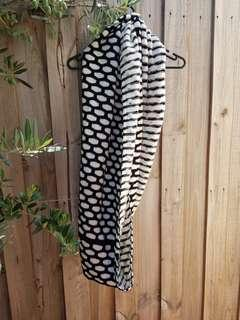 Seed Scarf (Black and white)