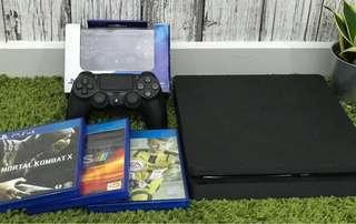 Ps4 with 3 games 2 ds4