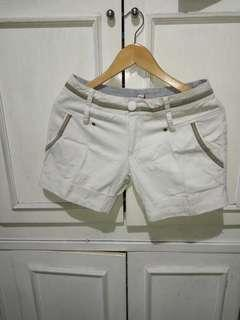 Broken white hot pants