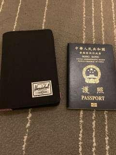 全新 Herschel passport case