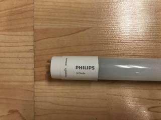 10 pcs x 1200mm Philips Essential LEDtube