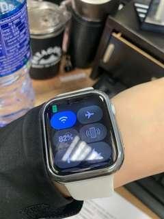 Apple watch 44mm 白色 98%以上新 有保養