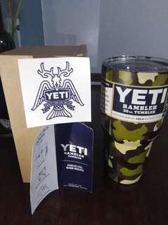 Yeti Rambler 30 oz. Tumbler (Camo Green)
