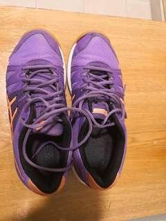Oasics gel court shoe badminton shoe