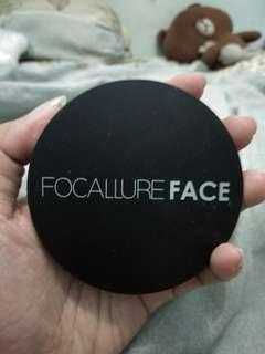 Bedak Focallure pressed powder
