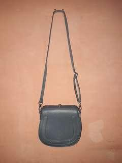 Fashionable Crossbody Bag (Abu)
