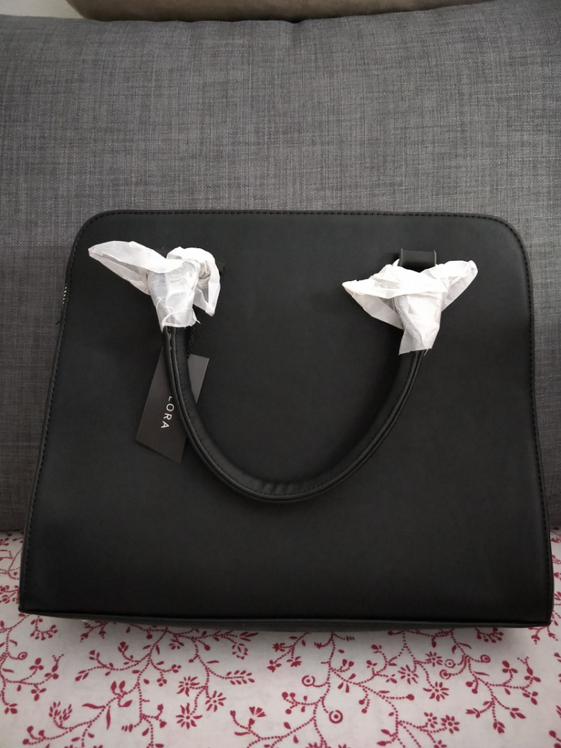8ac32177a77d Black Flap Front Pocket Career Bag Zalora New, Women's Fashion, Bags &  Wallets, Handbags on Carousell