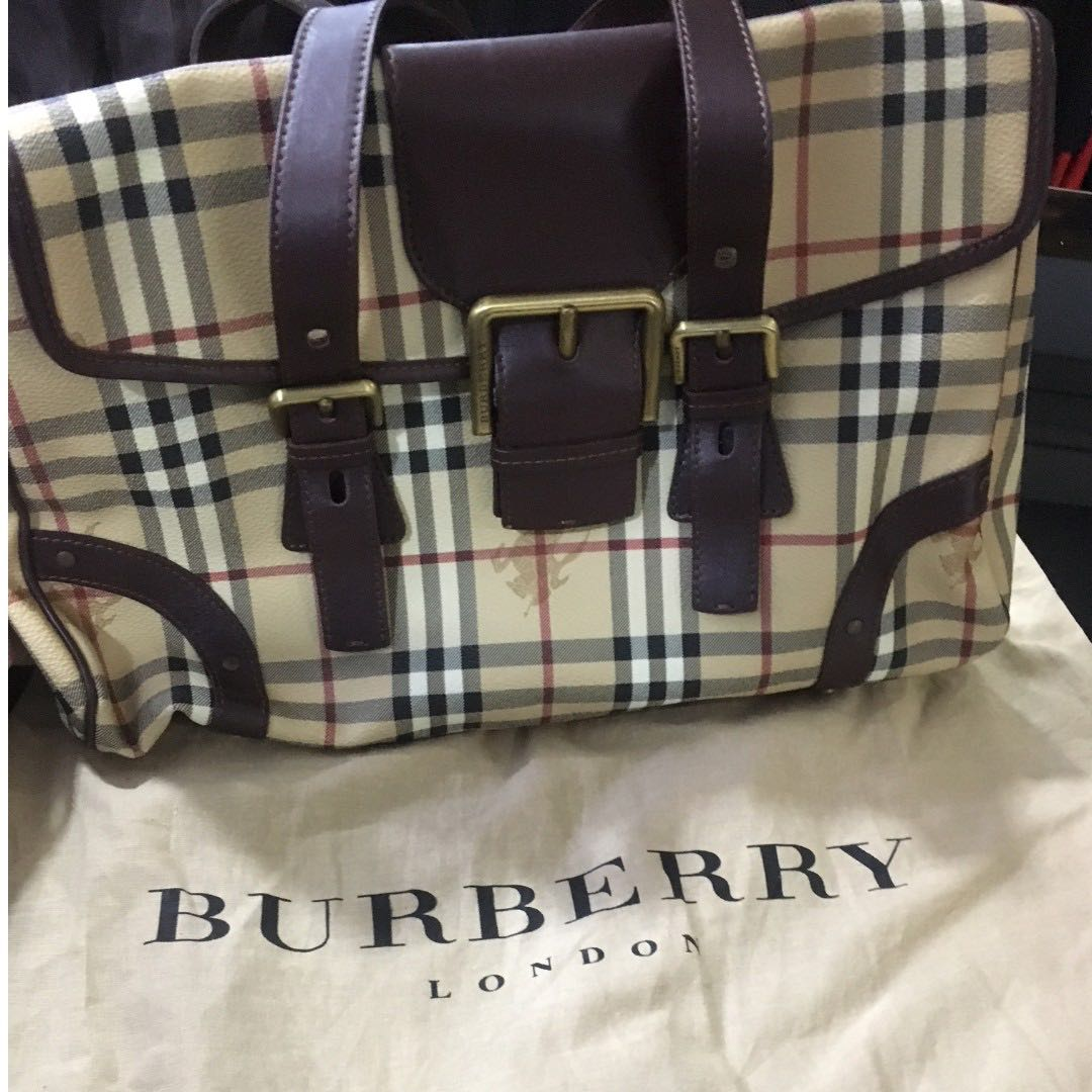 da6032b4f2e Burberry Classic Shoulder Bag 100% authentic sale!, Women s Fashion, Bags    Wallets, Handbags on Carousell