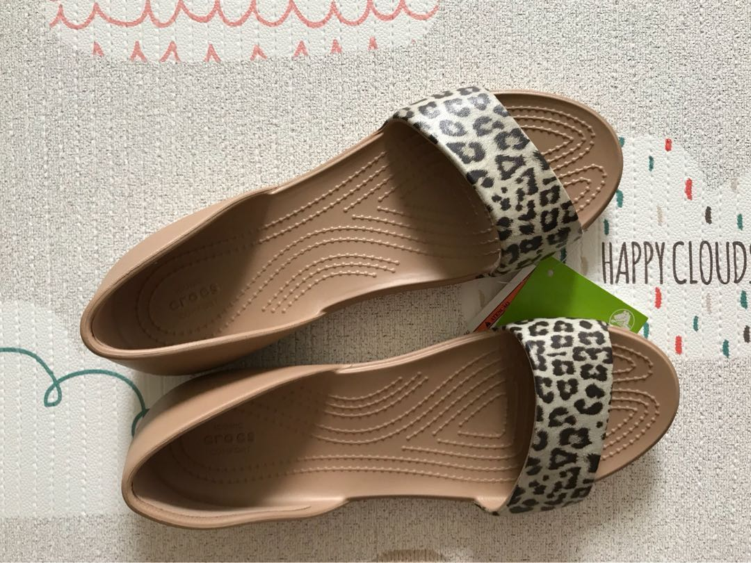 551fb43b6291 Crocs lina graphic dorsay leopard sandals