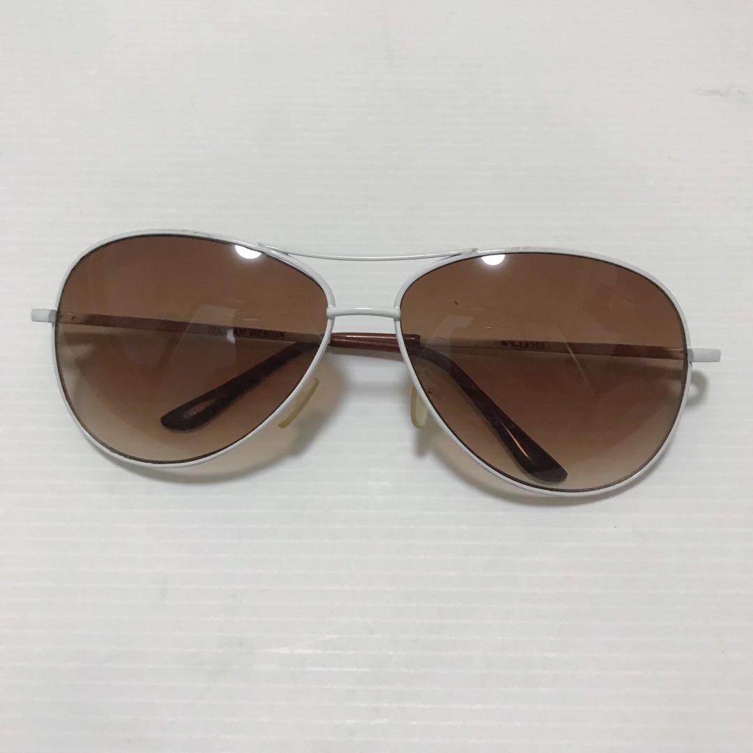 22e10de610 Forever 21 Metal Aviator Sunglasses/Sunnies (White), Women's Fashion,  Accessories, Eyewear & Sunglasses on Carousell
