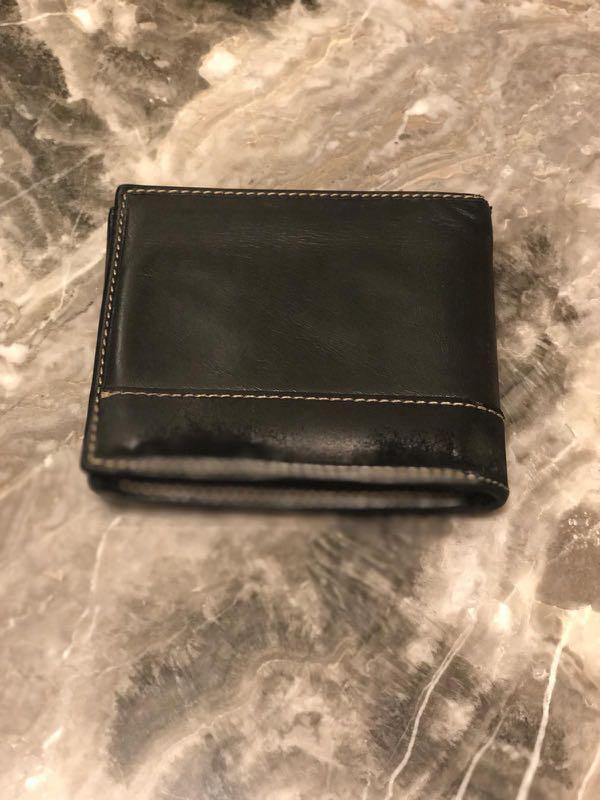 453dd586f64477 Gucci men's wallet, Men's Fashion, Bags & Wallets, Wallets on Carousell
