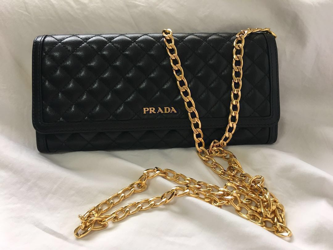 3d8a13fabe6b Prada wallet on chain (Borsa Portafoglio), Luxury, Bags & Wallets ...