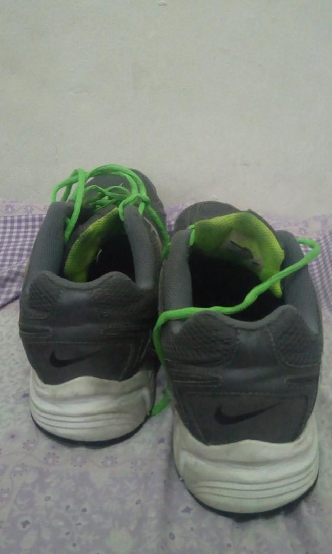 Sepatu running nike ori size 45